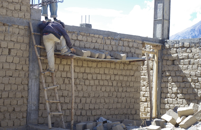 bericht-13-7 Bauen ist Handarbeit