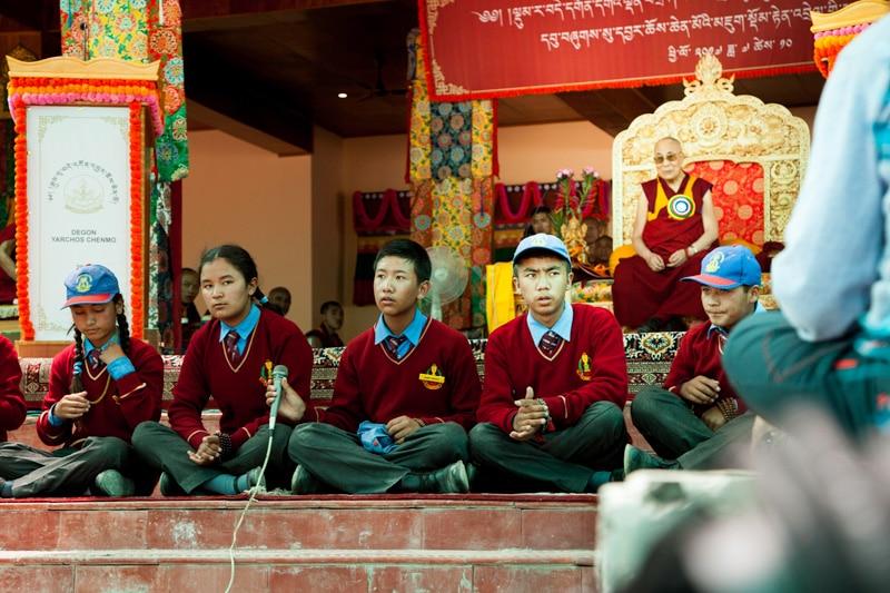 bericht-17-11-Lamdon Schüler mit Dalai Lama