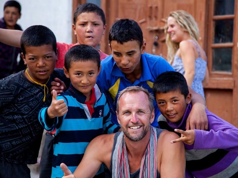 bericht-17-15-Gruppenfoto-mit-Kindern